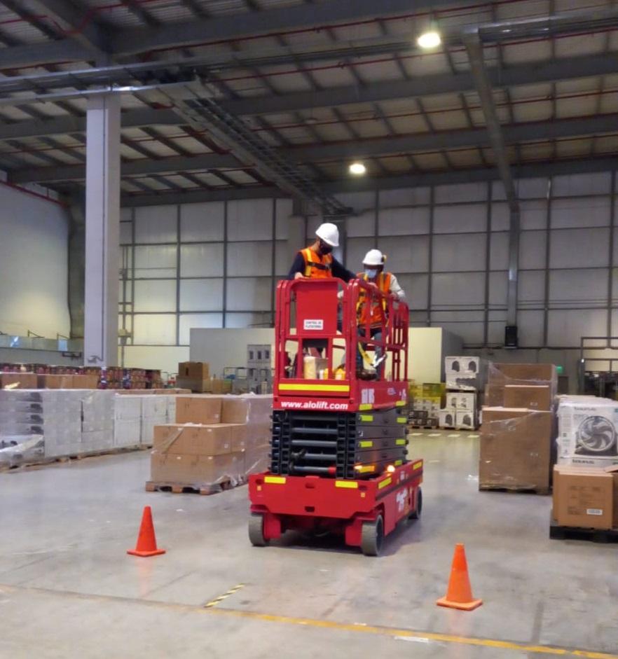 Centro de Distribución Retail en Lima utiliza Tijera Eléctrica ALO Lift 160 WS para mantenimiento