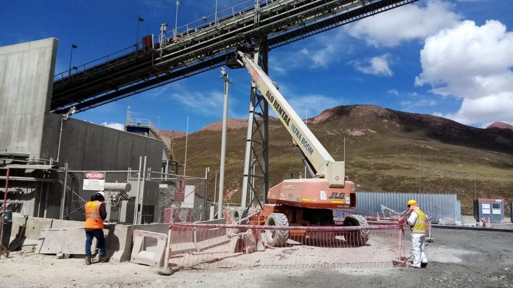 ALO Perú con Brazo Telescópico JLG 1200 SJP en proyecto minero a más de 4 mil msnm.