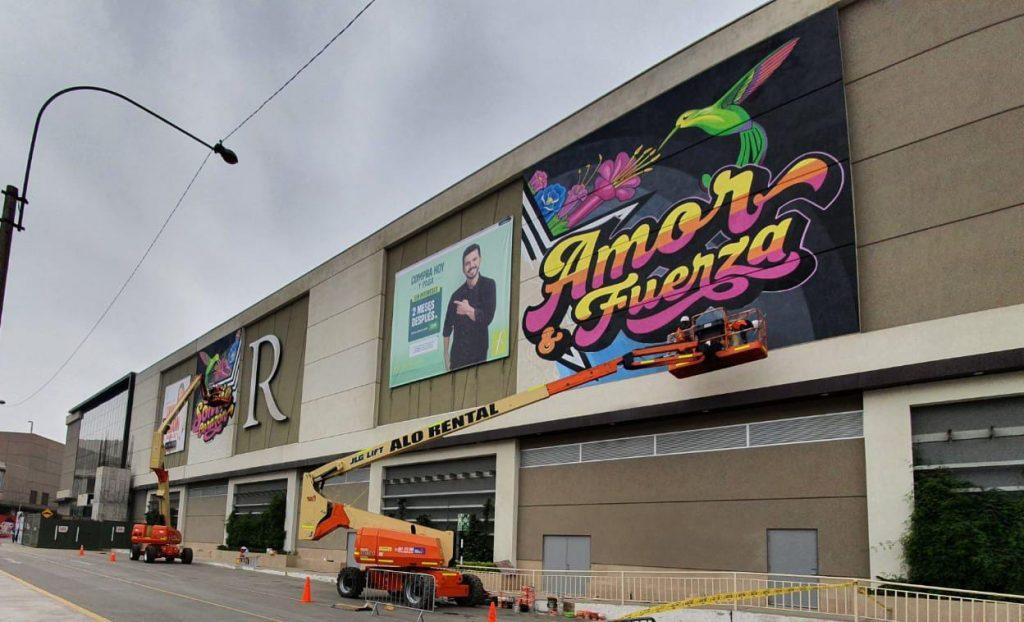 ALO Perú con Brazos Articulados JLG 800 AJ en mantenimiento de centros comerciales en Lima
