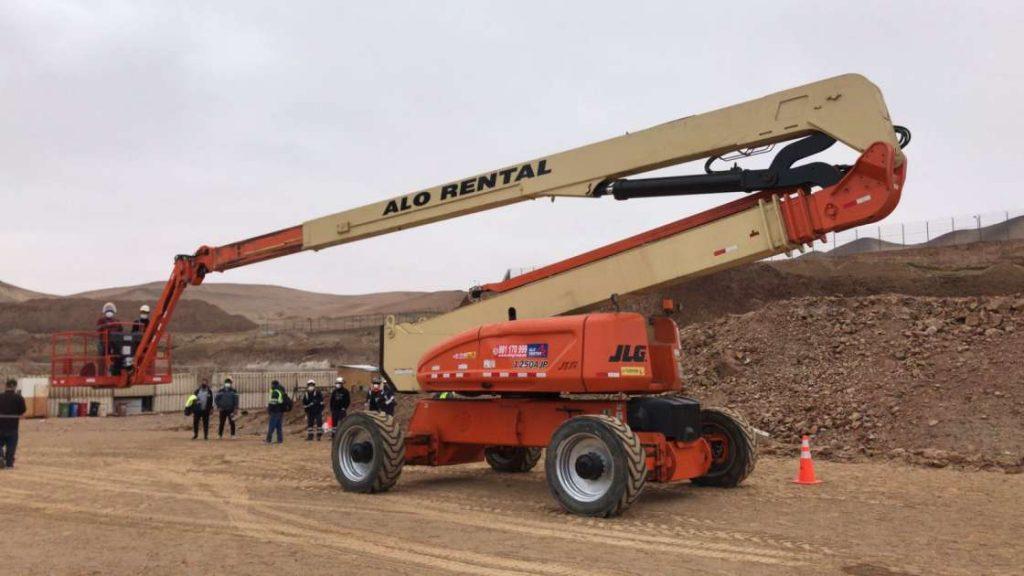 ALO Perú en grandes proyectos portuarios con Brazos Articulados JLG 1250 AJP
